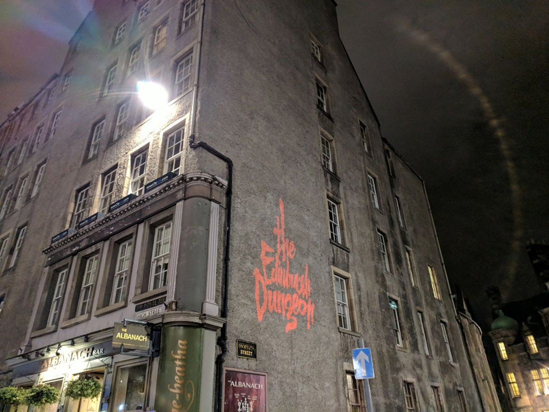 edinburgh dungeon building projection ad
